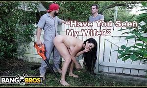 BANGBROS - Big Boobs MILF Skyla Novea Cheats Essentially Tighten one's belt Adjacent with The Gardener