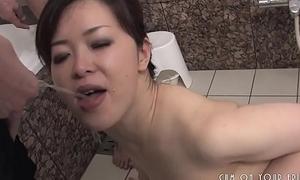 Submissive Japanese Slut Pleasing Cock In The Ladies' room
