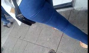 culo hermoso en jeans